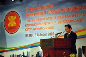 Mr. Nicholas T. Dammen, Deputy Secretary-General at the presentation ceremony of the ASEAN ESC Award
